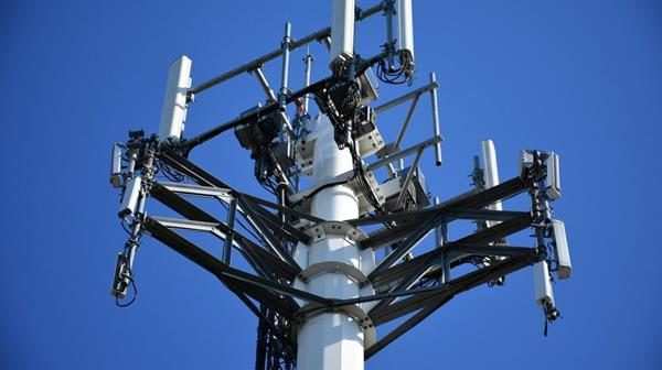 cellular-tower-2172041_1280-1024×682 (Copy)