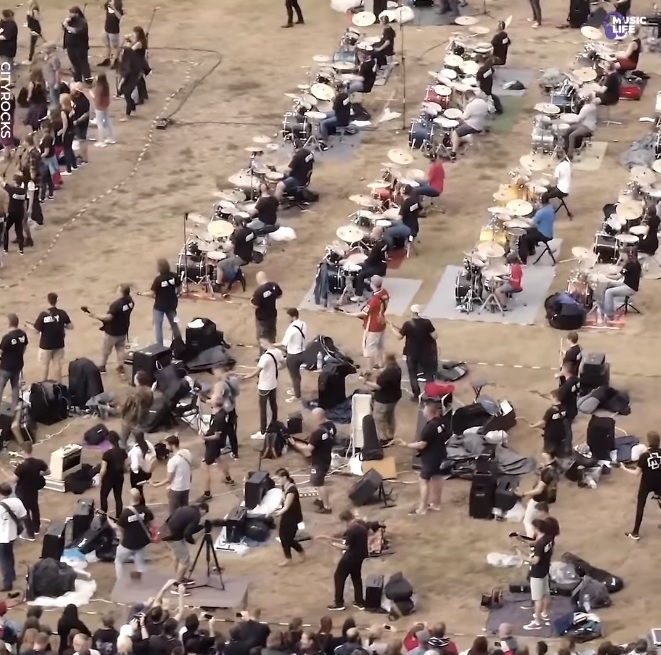 """Depeche Mode """"Personal Jesus"""" But It's Played By 500 Musicians…"""