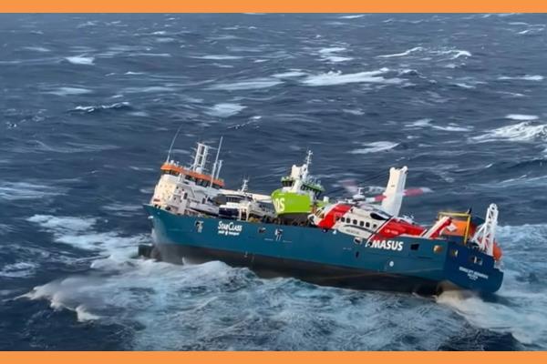 Νορβηγία: Καρέ καρέ η διάσωση του πληρώματος φορτηγού πλοίου (βίντεο)
