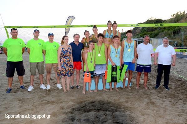 Με εντυπωσιακούς τελικούς έπεσε με απόλυτη επιτυχία σήμερα η αυλαία του Πανελλήνιου πρωταθλήματος Juniors – Beach Volley στον Αη Χέλη (Φωτορεπορτάζ)