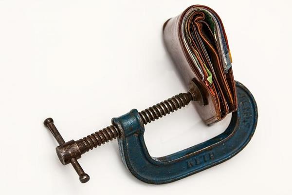 Ακρίβεια: Απροετοίμαστοι οι κεντρικοί τραπεζίτες «τρέχουν» πίσω από τον πληθωρισμό