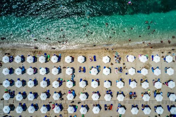 Τουρισμός: Ποια ελληνικά νησιά έσπασαν το ρεκόρ αφίξεων φέτος το καλοκαίρι